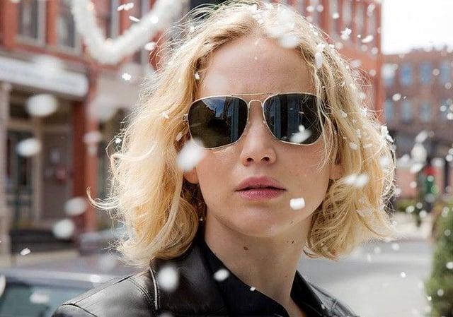 <p>Jennifer Lawrence wearing gold-framed aviators in the movie Joy</p>