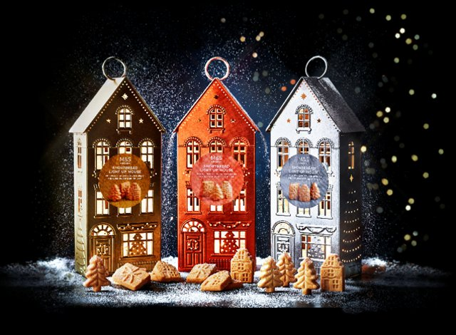 <p>Marks and Spencer unveil their Christmas Food and Drink  range 2021 </p>