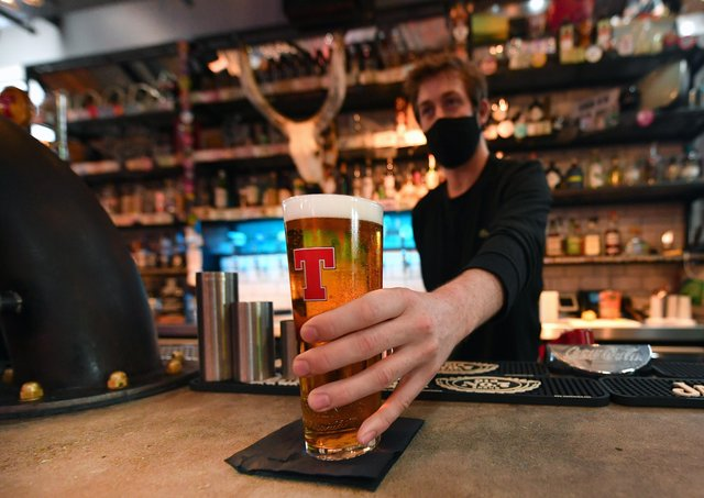 Pubs, bars, restaurants and cafes in the Western Isles won't be allowed to sell alcohol indoors under the new restrictions.