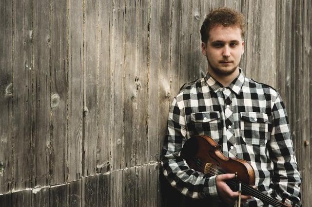 Fiddler Robbie Greig