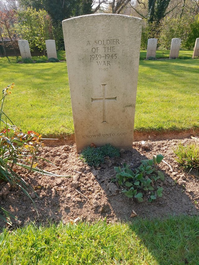 """The grave of the fallen hero, like so many, """"known to God"""""""